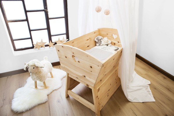 zirbenholz baby wiege zirben kinderzimmerm bel die holzartikel manufaktur shop. Black Bedroom Furniture Sets. Home Design Ideas