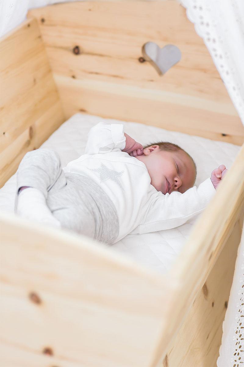 Zirbenholz Baby Wiege Zirben Kinderzimmermobel Die Holzartikel